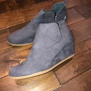 Women's size 10 dolce vita gray wedge boots